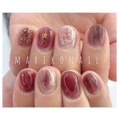 Image may contain: one or more people and closeup Hot Nails, Swag Nails, Classic Nails, Different Nail Designs, Japanese Nail Art, Pretty Nail Designs, Cute Acrylic Nails, Flower Nails, Creative Nails