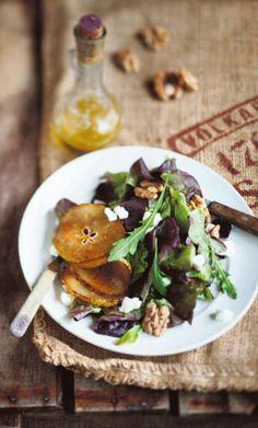 Karamellisoitu päärynä-vuohenjuustosalaatti
