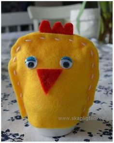 Skapligt Enkelt: Kyckling-äggvärmare Easter Crafts, Diy And Crafts, Crafts For Kids, Textiles, Bindi, Too Cool For School, Creative Kids, Diy For Kids, Dinosaur Stuffed Animal