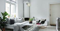 En sjukt fin lägenhet i två plan på ynka 50 kvm, som helt klart känns betydligt större än så. Det finns allt man behöver och dessutom har man lyckats få det att