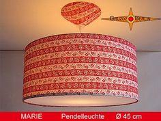 """Lampen-Set """"Marie"""". Die Pendellampe MARIE besticht durch ihre geblümten Ringelstreifen in rot-weiß. Übrigens, der Baumwollstoff ist ein original Retrostoff aus den 70er Jahren."""