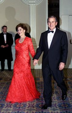 Laura and President George W. Bush at the inaugural balls, 2001 American Presidents, Us Presidents, American History, American Pie, First Lady Of America, Bush Family, Laura Bush, Presidential Inauguration, Important People
