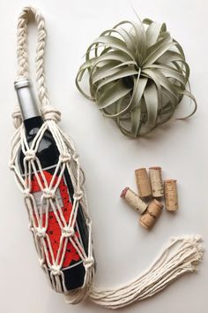 Macrame Wine Tote // Wine Gift Bag // Wine Bottle Holder // Wine Accessories // Gift for Wine Lover // Holiday Hostess Gift Wine Gifts For Her, Diy Macrame Wall Hanging, Armband Diy, Wine Tote, Wine Bags, Expensive Wine, Macrame Bag, Macrame Knots, Micro Macrame