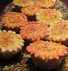 destitute gourmet cupcake recipe with mini marshmallows cut in half to make petals - yum! Side Dish Recipes, Side Dishes, Gourmet Cupcake Recipes, Sophie Gray, Mini Marshmallows, Dessert Ideas, Desserts, Food, Meal