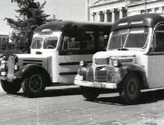 Buses for baths in Artemida Loutsa Attica 1950 Old Photos, Vintage Photos, Athens Greece, The Good Place, The Past, Cinema, Black And White, Baths, Greece