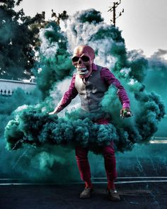 Here is Butch Locsin, aka Skeleton of color, an American performer who stages his masked character in explosive and ultra-colorful photographs! By mixing his