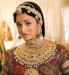"Aishwarya Rai in the Bollywood film ""Jodhaa Akbar"" as The Mughal Empress, Jodha Bai South Indian Bridal Jewellery, Indian Bridal Fashion, Indian Wedding Jewelry, Indian Jewelry, Silver Jewelry, Hair Jewelry, Ethnic Wedding, Royal Jewelry, Indian Weddings"