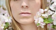 Kirschblüten symbolisieren die jugendliche Schönheit einer Frau.