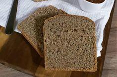 Φτιάξτε σπιτικό ψωμί του τοστ με αλεύρι ολικής άλεσης! Το ψωμί του τοστ είναι από τα πιο βασικά τρόφιμα μέσα στο σπίτι μας. Χρησιμοποιούμε το ψωμί του τοστ Banana Bread, Food And Drink, Vegan, Desserts, Tailgate Desserts, Deserts, Postres, Dessert, Vegans
