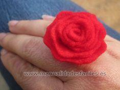 Rosa rapida de fieltro Rose Jewelry, Lana, Diy, Floral, Flowers, Christmas, How To Make, Handmade, Paper