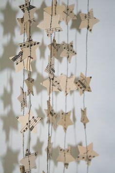 Girlanden & Wimpelketten - kleine Sterne-Papiergirlande *alte Noten* - ein Designerstück von papelami bei DaWanda