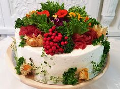 Purppurahelmen juhla- ja  fantasiakakut: Lihavoikkaria syksyn sävyin Cake, Desserts, Food, Tailgate Desserts, Deserts, Food Cakes, Eten, Cakes, Postres