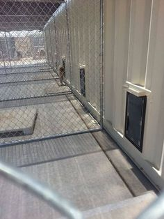 dog kennel indoor end tables cheap dog kennel and run dog kennel cover wood K9 Kennels, Dog Boarding Kennels, Luxury Dog Kennels, Commercial Dog Kennel Ideas, Shelter Dogs, Animal Shelter, Animal Rescue, Building A Dog Kennel, Food Dog