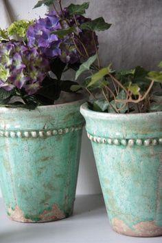 aqua flower pots…… do with chalk paint? aqua flower pots…… do with chalk paint? Painted Clay Pots, Painted Flower Pots, Decorated Flower Pots, Ceramic Flower Pots, Ceramic Pots, Vasos Vintage, Clay Pot Crafts, Terracotta Pots, Garden Projects