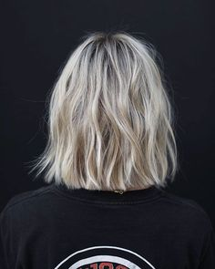 Best Short Hair Back View Images - Kurzhaarfrisuren - Haare Hair Inspo, Hair Inspiration, Short Hair Back View, Bob Back View, Medium Hair Styles, Short Hair Styles, Short Hair Lengths, Short Hair Colors, Cool Short Hairstyles