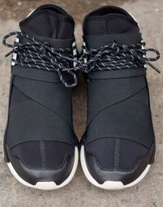 adidas yohji yamamoto qasa high in black and white toe Mode Shoes, Men's Shoes, Shoe Boots, Shoes Sneakers, Adidas Shoes, Dandy, Fashion Shoes, Mens Fashion, Mocassins
