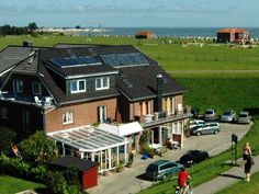 Wangerland Noahs Ark hotel Germany, Europe Set in a prime location of Wangerland, Noahs Ark hotel puts everything the city has to offer just outside your doorstep. The property features a wide range of facilities to make your stay a pleasant experience. All the necessary facilities, including fax machine, grocery deliveries, photocopying, postal service, luggage storage, are at hand. Heating, satellite/cable TV, shower, hair dryer, seating area can be found in selected guestro...