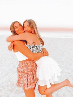 Cute Bff Pictures, Best Friend Pictures, Friend Photos, Beach Best Friends, Cute Friends, Picture Outfits, Picture Poses, Picture Ideas, Photo Ideas