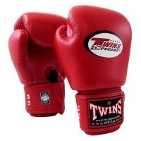 Twins Velcro wrist strap boxing gloves are made to withstand the immense pressures that world-class athletes put upon their equipment. The 8 and 10 oz gloves are designed for competition bouts or bag/pad work. Winning Boxing, Contact Sport, Mma Equipment, Mma Boxing, Boxing Gloves, Kickboxing, Muay Thai, Martial Arts, Twins