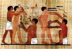 Tumba de Ankhamor, en Saqqara, se encuentra la representación gráfica de la circuncisión más antigua que se conoce, (alrededor del siglo XXIV). En el bajorrelieve se ve a un hombre sujetando firmemente las manos de un joven que se encuentra desnudo. Frente a él, otro hombre le venda el pene. El practicante dice: 'Sujétale para que no se desmaye'. El ayudante responde: 'Haz lo que puedas'. A otro joven le están practicando el corte con lo que podría ser un cuchillo ritual de obsidiana o…