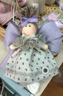 Explanation and design for the realization of the Fabric Dolls, Fabric Art, Doll Patterns, Art Dolls, Diy And Crafts, Projects To Try, Christmas Ornaments, Holiday Decor, Hobbit