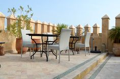 Une terrasse de charme. Patio, Outdoor Decor, Home Decor, Morocco, Glamour, Decoration Home, Room Decor, Home Interior Design, Home Decoration
