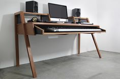 A Sutio Desk i've designed for my own home studio.Produced in Garapeira wood, in Florianópolis/BR by Xilocoletivo.