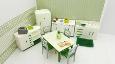 Trendy Kitchen Table And Chairs Stove Ideas Miniature Dollhouse Furniture, Dollhouse Toys, Vintage Dollhouse, Dollhouse Miniatures, Farmhouse Furniture, Kitchen Furniture, Kitchen Table Makeover, Clock Decor, Toy Kitchen