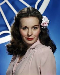 American actress Jeanne Crain wearing a flower in her hair, circa Get premium, high resolution news photos at Getty Images Hollywood Glamour, Hollywood Stars, Vintage Hollywood, Hollywood Actresses, Classic Hollywood, Actors & Actresses, Hollywood Celebrities, Jane Powell, Tab Hunter