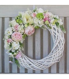 spring wreath with birdhouses Easter Wreaths, Christmas Wreaths, Deco Floral, Summer Wreath, How To Make Wreaths, Diy Wreath, Spring Crafts, Flower Crafts, Floral Arrangements