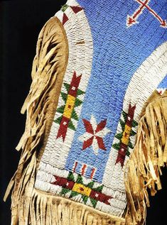 A Beadwork Tutorial~ Michael Bootz, Jul 5 Many good tips and techniques. Indian Beadwork, Native Beadwork, Native American Crafts, Native American Beading, Beading Tutorials, Beading Patterns, Leather Tutorial, Craft Museum, Country Crafts