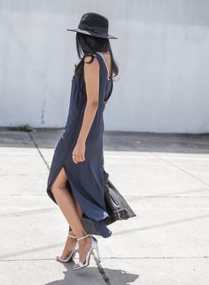 For+her+stylish+spring+look,+Sheryl+Luke+has+chosen+to+wear+a+pair+of+metallic+silver+stilettos+with+a+gorgeous+maxi+dress.+The+slit+detailing+on+this+piece+creates+added+sex+appeal+and+a+dress+like+this+is+a+must+for+summer!+Dress:+Rag+