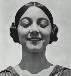 Rosa Covarrubias, photo by Edward Weston.