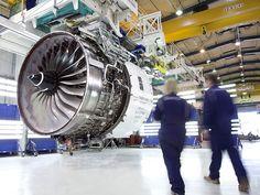 A britânica Rolls-Royce anunciou nesta terça-feira que venceu um contrato para fornecer motores e manutenção para 12 aviões Airbus da companhia aérea escandinava SAS, em um negócio no valor de 1 bilhão de dólares, a preços de lista. - See more at: http://www.jornaldoar.com/2013/06/rolls-royce-recebe-encomenda-de-us1-bi.html#sthash.GiAwrovA.dpuf