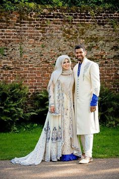 Traditional Pakistani Muslim bride and groom. Hijabi Wedding, Muslimah Wedding Dress, Muslim Wedding Dresses, Muslim Brides, Muslim Dress, Muslim Women, Muslim Couples, Muslim Hijab, Desi Wedding