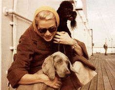 Grace Kelly with her weimaraner and poodle Patricia Kelly, Grace Kelly, Old Hollywood Stars, Classic Hollywood, Prince Of Monaco, Princess Beauty, Pet Boutique, Weimaraner, Amazing Grace