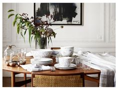 In its new Autumn-Winter 2016 collection, Zara Home surprised everyone with snow-white palette and strict elegant lines, while the catalog was filmed in a ✌Pufikhomes - source of home inspiration Vinyl Record Storage, Tv Storage, Photomontage, Zara Home Canada, Tv Stand Console, Love Your Home, Kelly Wearstler, Home Photo, Home Collections