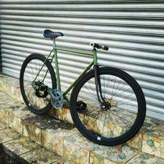 New custom paint job #custom #fixie #fixedgear #spraypaint @the_fixie_way http://ift.tt/1oRYTwA