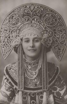 Anna Pavlova in a Ballets Russes costume, wearing a Kokoshnik