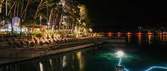 Na fotografiji: osvjetljeno more i plaza ispod hotela Bellevue.