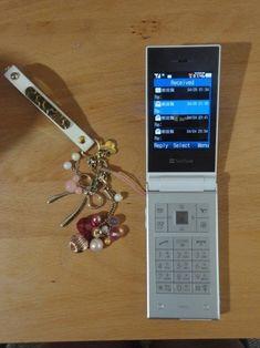 Old Cell Phones, Flip Phones, Old Phone, Purple Cakes, Retro Phone, Teen Birthday, Landscape Wallpaper, Retro Futurism, Iphone