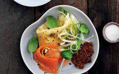 Omelet med basilikum, forårsløg & laks