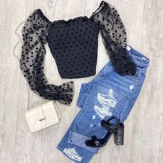 """@fashionavebtq shared a photo on Instagram: """"Mimi top $19.99, High Rise 90's Jeans $39.99, square purse $16.99 💕 available online @fashionavebtq  #90slook  #shopsmallbusiness…"""" • Aug 13, 2020 at 4:36am UTC"""