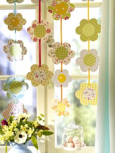 Fensterdeko Easter itself-making garland - Diy And Crafts, Crafts For Kids, Flower Window, Flower Garlands, Spring Crafts, Easter Crafts, Paper Flowers, Window Decorating, Decorating Ideas