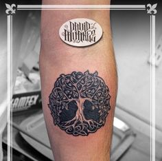 Diseñado y tatuado por nuestros tatuadores / Designed and tattooed for our tattoo artists. #tattoo #ink #black #art #life #Tree