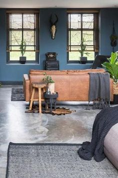 Cognac bank - bruine bank - woonkamer - tips voor . Brown Couch Living Room, Living Room Sofa, Living Room Decor, Living Spaces, Living Room Inspiration, Interior Inspiration, Sofa Cognac, Home And Deco, Home And Living