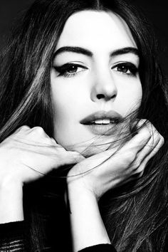 ♀ Black and white photography woman portrait Anne Hathaway Anne Jacqueline Hathaway, Pretty People, Beautiful People, Beautiful Eyes, Make Up Inspiration, Beauty And Fashion, Celebrity Portraits, Celebrity Headshots, Foto Art
