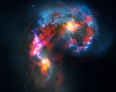 Die Antennengalaxien, auch bekannt als NGC 4038 und 4039, sind zwei wechselwirkende Spiralgalaxien, die ca. 70 Millionen Lichtjahre entfernt im Sternbild Corvus (der Rabe) liegen.