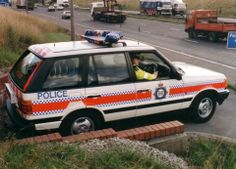 40 Years of Police Range Rovers Emergency Vehicles, Police Vehicles, Radios, British Police Cars, Best 4x4, Car Badges, Bentley Continental, Fire Engine, Ska