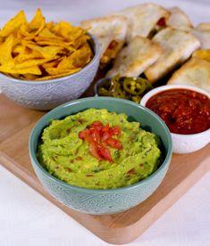 Guacamole - ZEINAS KITCHEN Nachos, Lchf, Guacamole, Chips, Salsa, Food Porn, Mexican, Ethnic Recipes, Kitchen